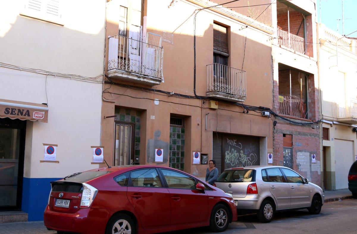 Veïns de Sabadell denuncien problemes de convivència arran de l'ocupació massiva de dues cases