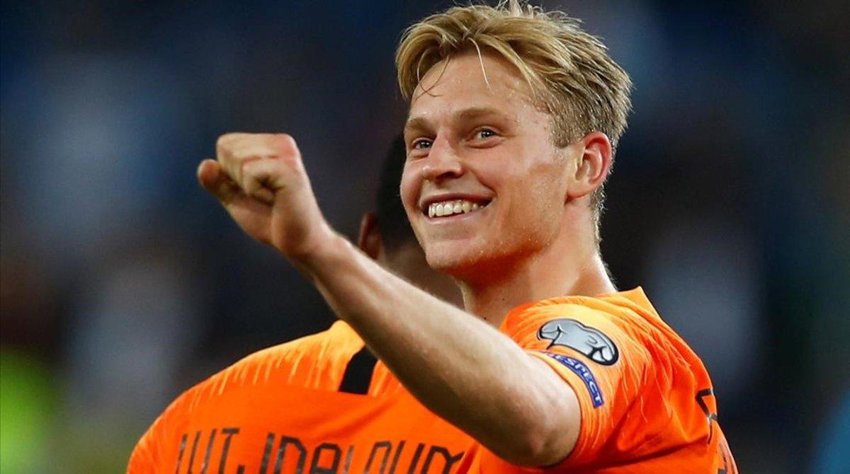 Frenkie de Jong celebra el gol que marcó con Holanda a Alemania en Hamburgo (2-4).