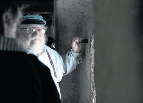 George R. R. Martin, durante una visita al castillo de Chillon en Veytaux (Suiza), el año pasado.