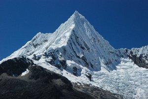 Los cuerpos de los tres montañeros catalanes y su guía peruano que murieron este fin de semana a causa de una avalancha en los Andes de Perú.