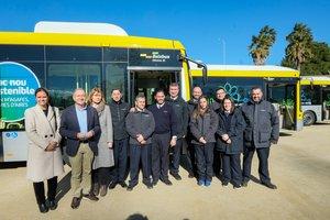 Imagen de la presentación de los nuevos vehículos y de las mejoras en el servicio de autobús de Sant Boi, este lunes
