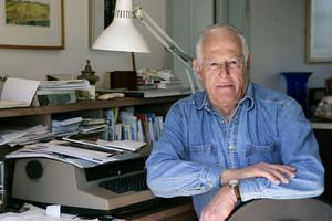 James Salter, a casa seva, a Bridgehampton, Nova York, en una imatge del 2005.