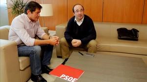 Javier Fernández y Miquel Iceta, durante la reunión que mantuvieron en Madrid el pasado lunes.