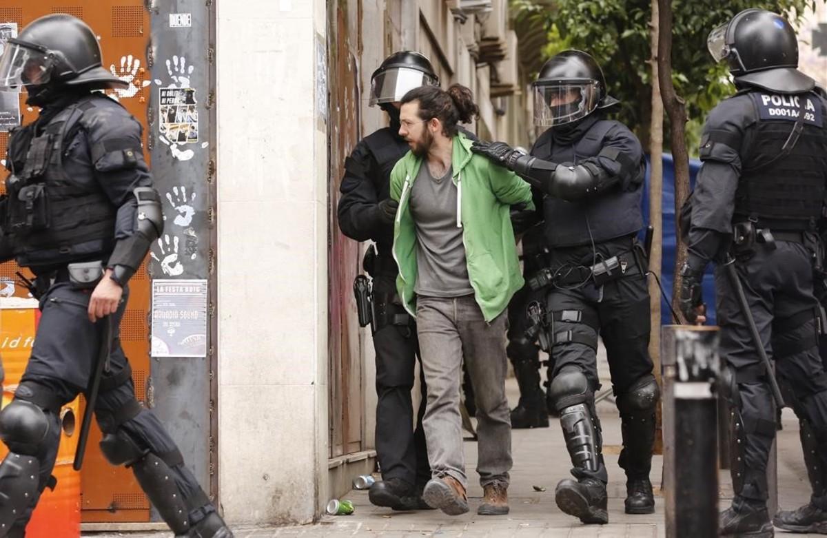 Un detenido del 'banco expropiado'.