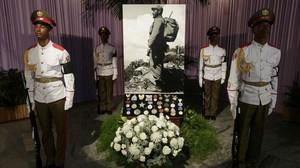 El rey Juan Carlos se despide de Fidel en un viaje cargado de símbolos
