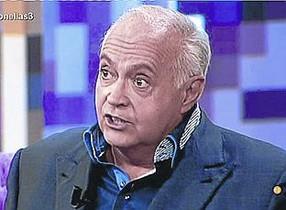 Una imagen de archivo de José Luis Moreno, segundos antes de huir del programa de televisiónHable con ellas.