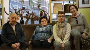 La junta directiva del Centro Riojano de Barcelona. De izquierda a derecha, José María Garrido,Maria Pilar Bermejo, Mari Luz Hernández y Alicia Nalda.