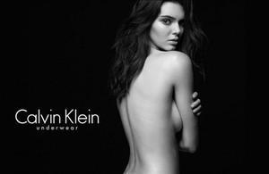 Kendall Jenner, la pequeña del clan Kardashian, posa sexi en la nueva campaña de Calvin Klein.