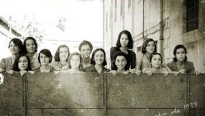 Las 13 jóvenes de las Juventudes Socialistas Unificadas.