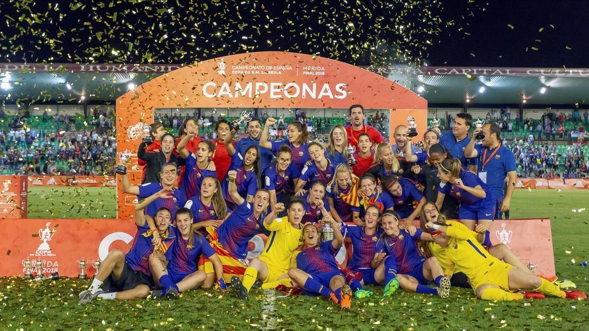 Las jugadoras del Barça, con la Copa del Reina.
