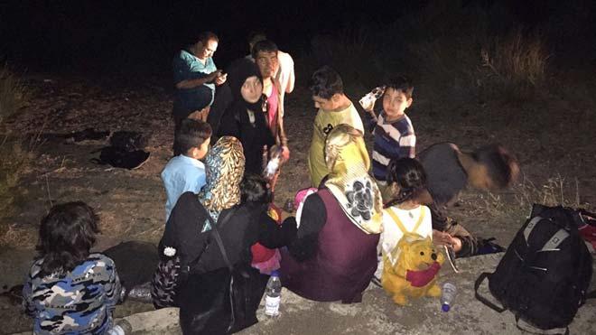 Així és un desembarcament d'immigrants a Lesbos
