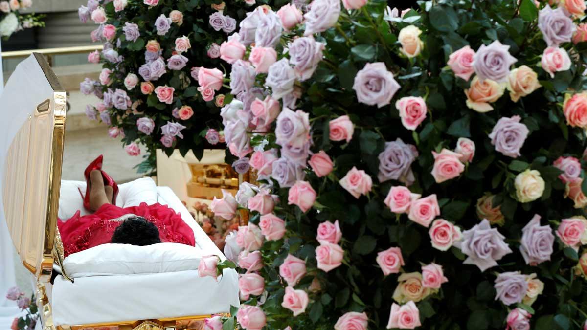Los fans dan el último adiós a Aretha Franklin.