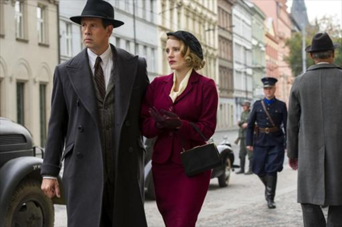 Johan Heldenbergh y Jessica Chastain, como Jan y Antonina Zabinski, en 'La casa de la esperanza'.