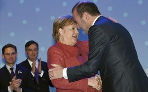 Merkel felicita a Weber por su nominación como cabeza de lista del PPE.