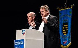 Meuthe (derecha) y Glaser, de Alternativa por Alemania, durante un discurso.
