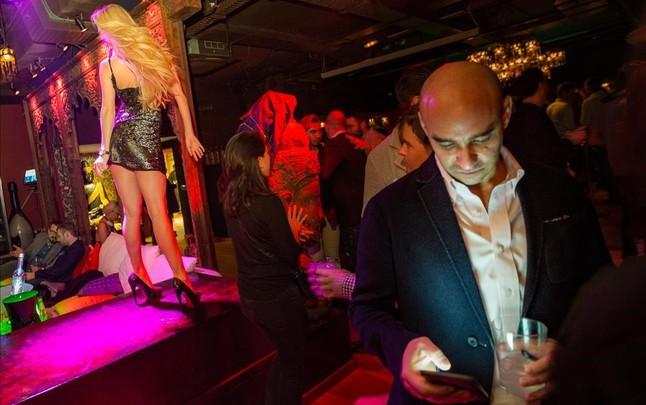 Congresistas del Mobile, en una fiesta en el Carpe Diem.