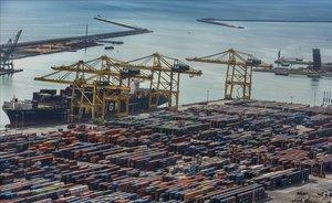 Muelle de mercancías del puerto de Barcelona.