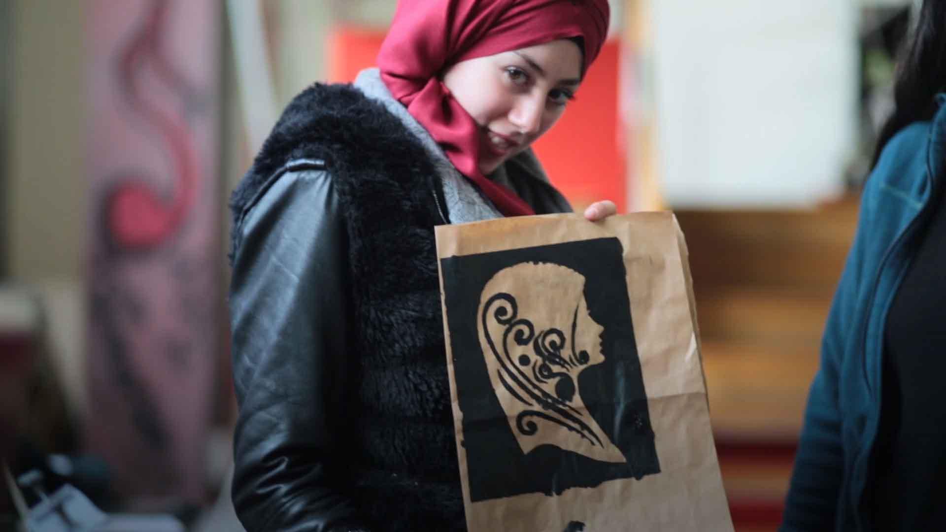 Mujer, inmigrante y feminista: la revolución en una camiseta