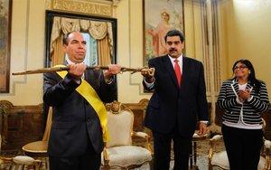 Nicolás Maduro yRogelio Polanco,embajador de Cuba en Venezuela.