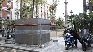El nuevo baño público de Ducde Medinaceli, a punto para recibir a los primeros usuarios.