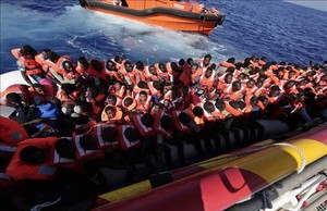 Operación de rescate de la Cruz Roja en aguas de Malta.