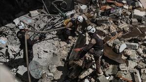 Operaciones de rescate en la ciudad de Ariha, en la provincia de Idleb, tras un bombardeo realizado el 31 de mayo pasado.