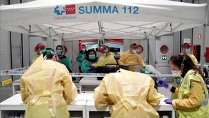 Pacientes de coronavirus llegan aIFEMA.