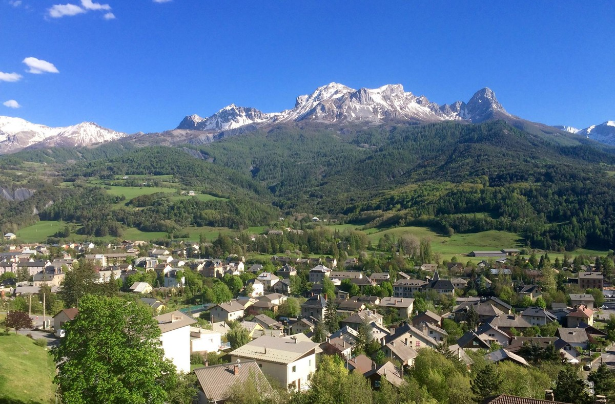 El paradisiaco pueblo de Barcelonnette, en los Alpes franceses, es en la actualidad un destino de turismo de esquí.