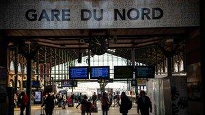 Pasajeros en la Estación del Norte de París.