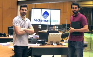 Pau Enseñat y Xavier Pes, cofundadores de Reclamadatos.