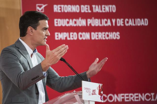 Pedro Sánchez durante su intervención este domingo en la Conferencia Política de la Universidad de Alicante.
