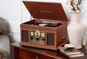 Disfruta de la música con estilo con estos tocadiscos retro
