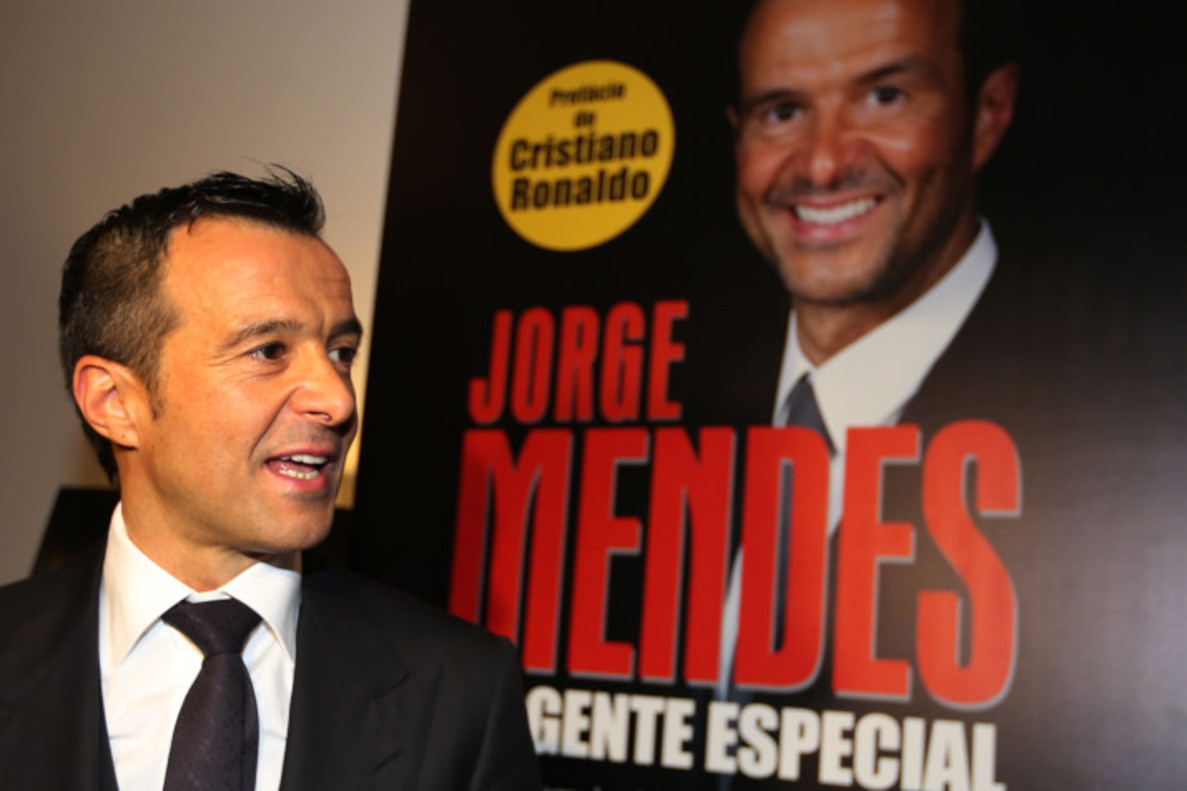 epa04601438 Portuguese soccer agent Jorge Mendes during the presentation of the book 'Jorge Mendes, The Special Agent' in Lisbon, Spain, 02 February 2015. EPA/MANUEL DE ALMEIDA