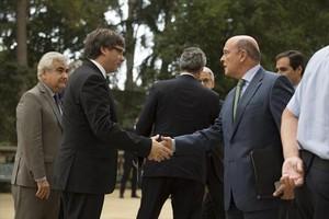 El president Puigdemont y el coronel López de los Cobos, en el Palau de Pedralbes, el año pasado.