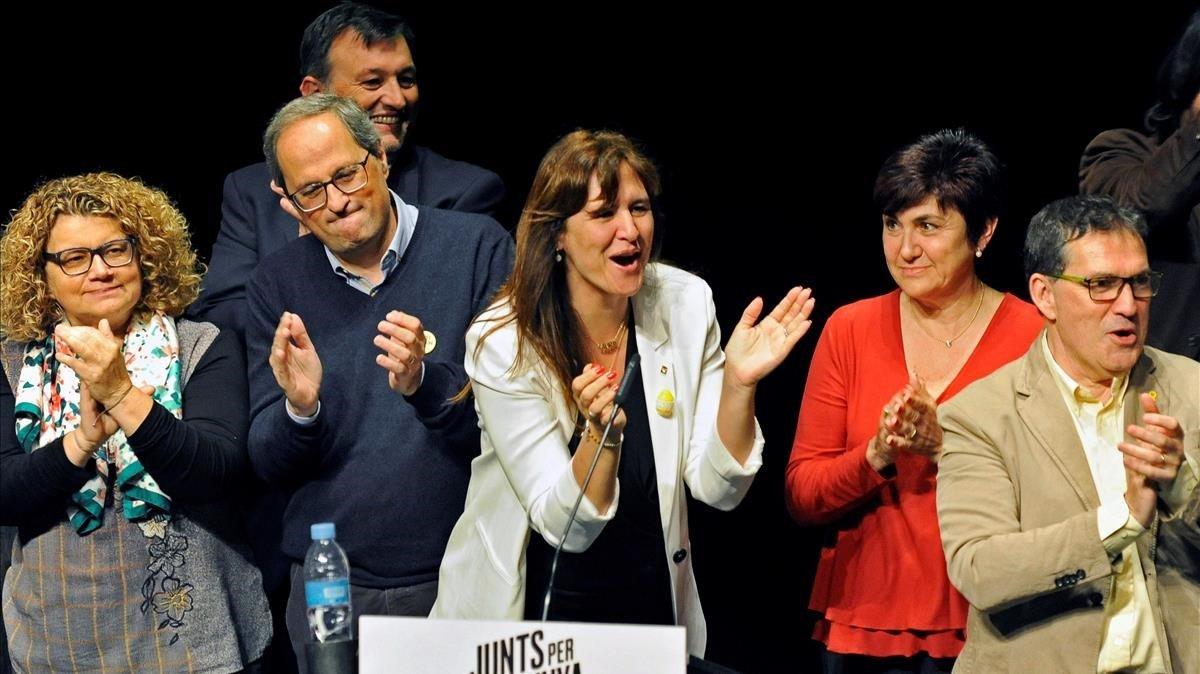 El 'president', Quim Torra, y la número dos de JxCat, Laura Borràs, este jueves, en Roses.