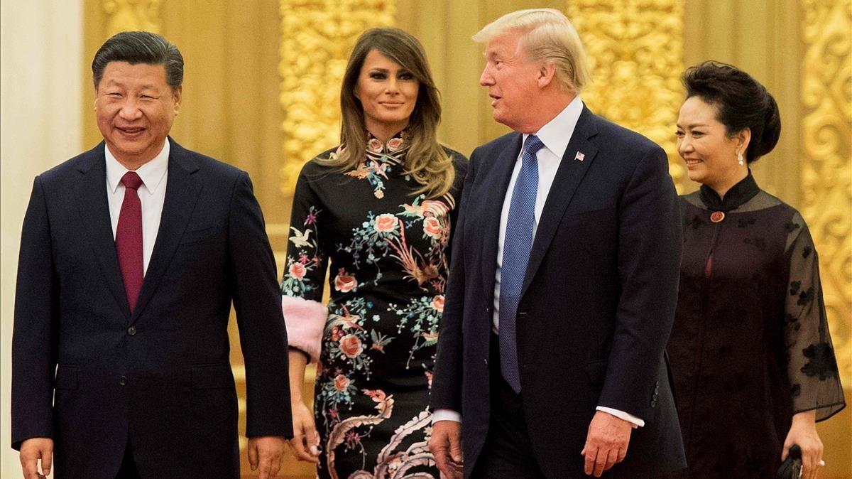 El presidente de China, Xi Jinping, y su mujer, Peng Liyuan, con Donald Trump y Melania, en Pekín.
