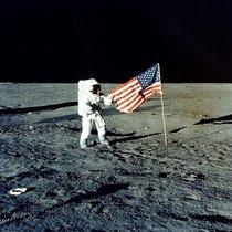El primer viaje a la Luna realizado por astronautas de la NASA.