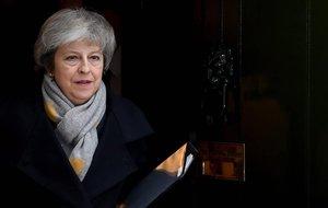 La primera ministra británica, Theresa May, sale de su residencia oficial en Downing Street. El Parlamento vota hoy el acuerdo sobre elbrexitalcanzado entre el Reino Unido y la Unión Europea que cuenta con un amplio rechazo de los diputados.