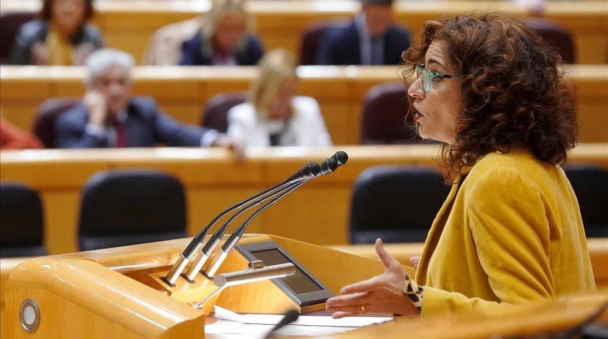 La ministra de Hacienda, María Jesús Montero, en el pleno del Senado convocado para debatir la senda de estabilida del Gobierno.
