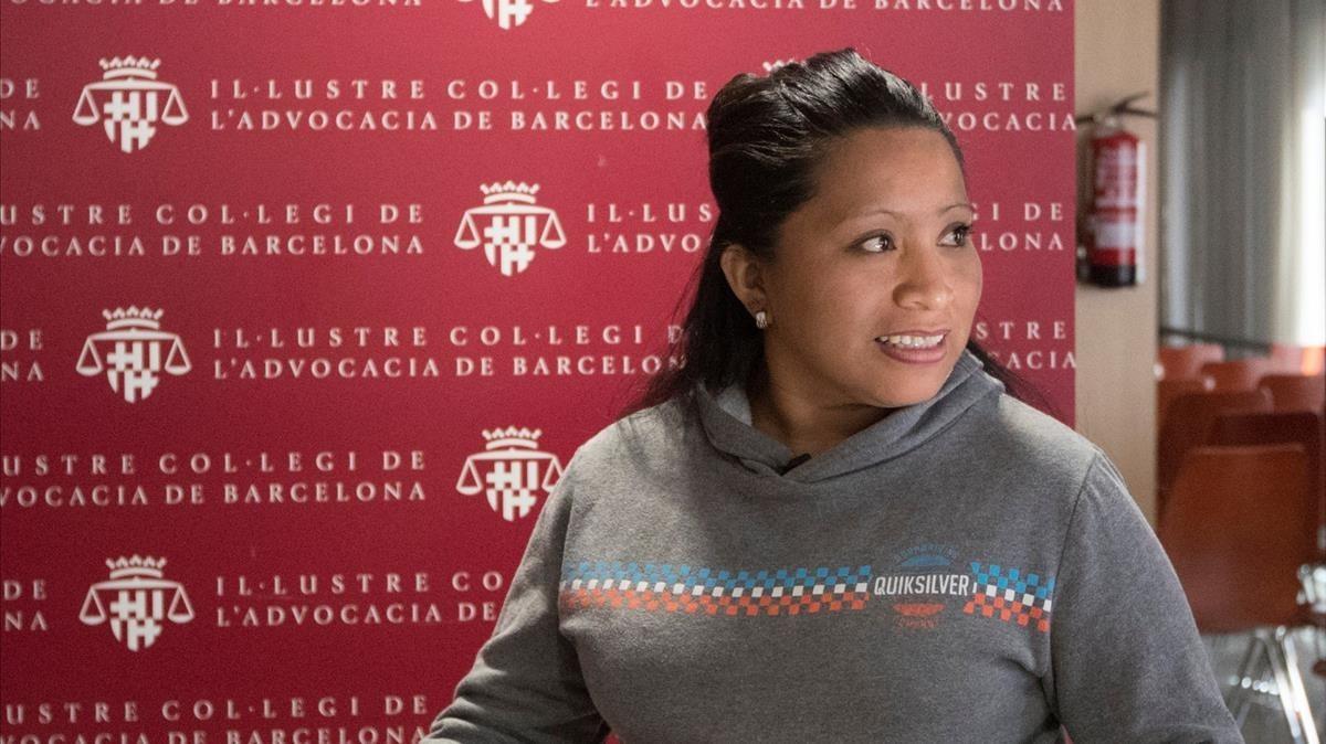 La salvadoreña Teodora del Carmen Vásquez durante una rueda de prensa en el Colegio de la Abogacía de Barcelona.