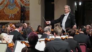 Sir John Gardiner, al frente de la London Symphony Orchestra, en el Palau