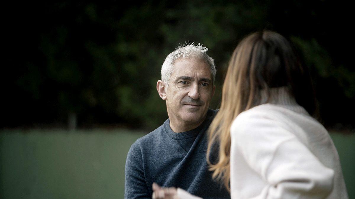 Jon Sistiaga hablando con la cantante Bebe en el programa 'Tabú'.