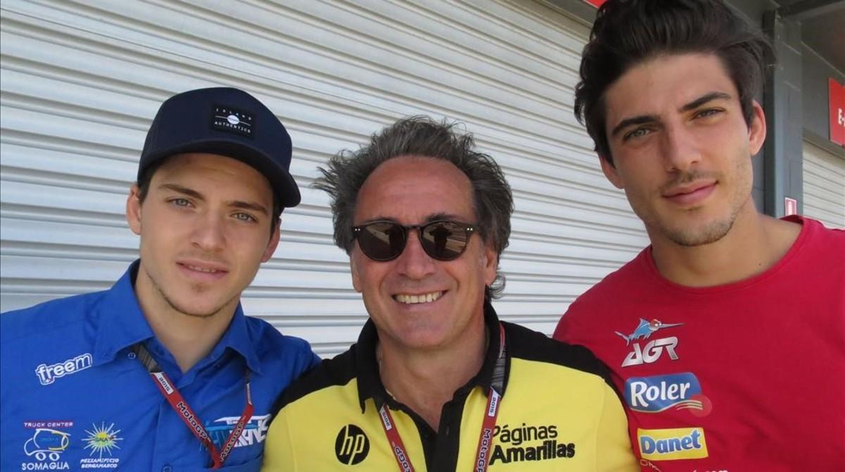 Sito Pons, entre sus hijos Edgar (izquierda) y Axel.
