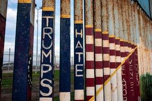 Un trozo de muro que separa México de EEUU visto desde Tijuana.
