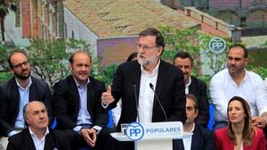 El presidente del Gobierno, Mariano Rajoy,durante la clausura del acto con candidatos municipales del PP de la provincia de Cadiz, en Jerez de la Frontera.