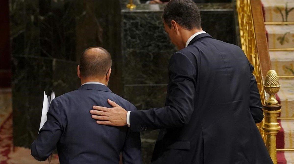 El portavoz parlamentario del PDECat, Carles Campuzano, y Pedro Sánchez, el pasado 24 de octubre en el Congreso.