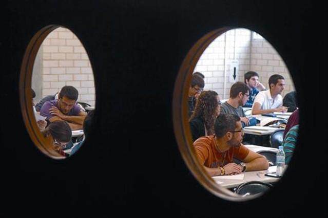 Unos alumnos en una de las clases de la Universitat de Girona.