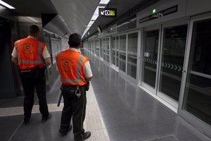 Vigilantes de seguridad del metro, en una imagen de archivo.