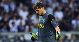Casillas ironiza en Twitter sobre su futuro en el Oporto
