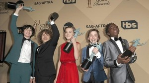 'Stranger Things' i 'The Crown' triomfen en els premis dels actors
